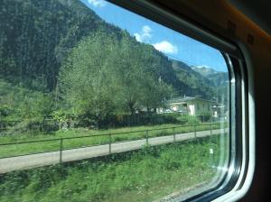 Zurich ti Milan by train