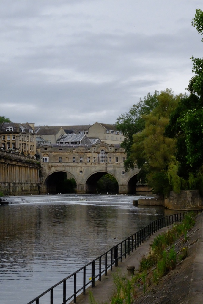 The Avon River and Pulteney Bridge complete with shops