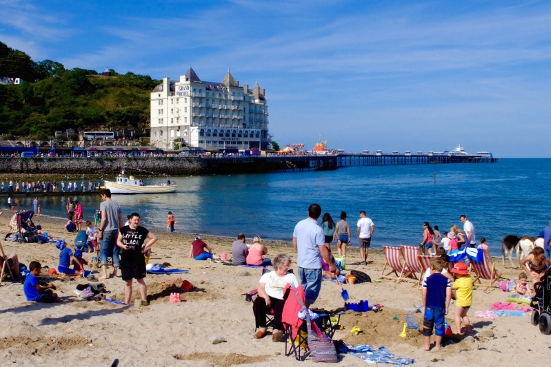 Oh I do love to be beside the seaside (Llandudno)