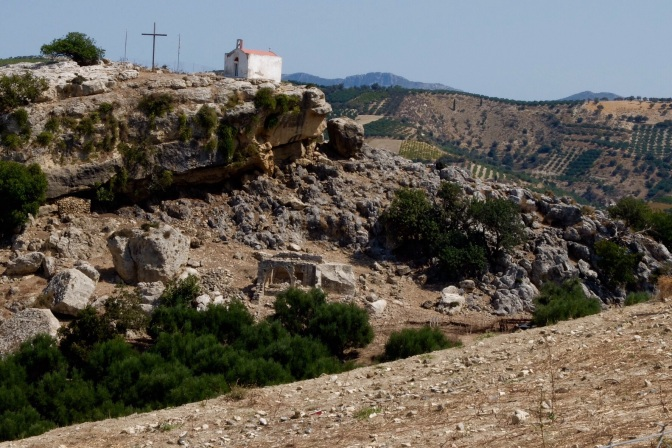 This pretty much summed up much of inland Crete, a deserted lettle church, rock and very dry soil. Venerato