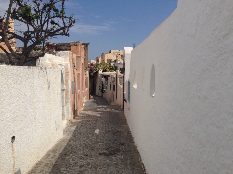 The more fascinating back streets (also taken at peak hour) although only 20m from main street, are deserted.