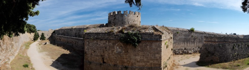 The wall around the old town is in very good condition and a great spot for the lizards to sun themselves.